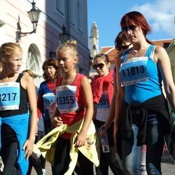 SEB Tallinna Maraton - Anna Fokina (11813), Mari-Liis Makus (13217), Ellen-Maria Makus (15355)