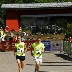 Hiiumaa VI jooksumaraton - Virje Valdna (37), Ingel Tärk (37), Jõeleht Aivo (37), Kaarel Kuslap (37), Tanel Suik (41), Arne Kuum (41), Paaso Reijo (41), Georg Caius Kutsar (41)