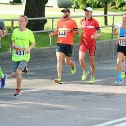 SEB Tallinna Maratoni Sügisjooks (10 km) - Arvi Palutaja (112), Martin Riives (431), Aigar Ojaots (444)