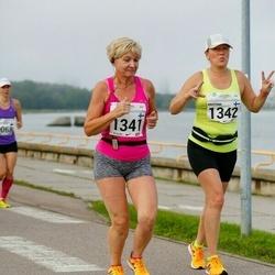 SEB Tallinna Maraton - Armi Kallunki-Pekkola (1341), Kristiina Pappila (1342)