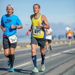 SEB Tallinna Maraton - Maksim Trofimov (301), Arnold Laasu (420)