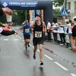 SEB Tallinna Maratoni Sügisjooks 10 km - Sebastian Pikand (42), Madis Osjamets (4364)