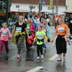 SEB Tallinna Maratoni Sügisjooks 10 km - Karin Õue (10355), Arle Kõressaar-Vallimaa (10358), Birgith-Carina Vallimaa (10359)
