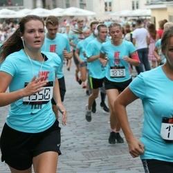 Nike Noortejooks/ We Run Tallinn - Anastasia Tkatšjova (1550), Inita Zvirbule (1712)