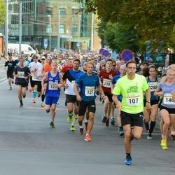 Tallinna Maratoni Sügisjooks 10 km - René Pere (107), Robert Schmidt (127)