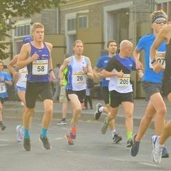 Tallinna Maratoni Sügisjooks 10 km - Lauri Monvelt (26), Christopher Kalev (58)
