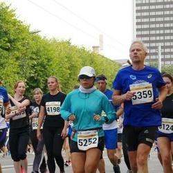 Tallinna Maratoni Sügisjooks 10 km - Bernadette Schlueter (5252), Raimond Saks (5359)