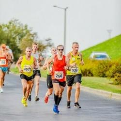 Tallinna Maratoni Sügisjooks 10 km - Sulev Kraam (266), Ando Hermsalu (939), Meelis Veilberg (4971)