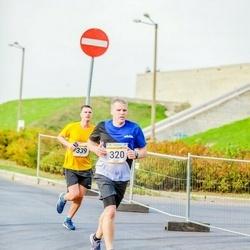 Tallinna Maratoni Sügisjooks 10 km - Aare Saliste (320), Andres Lofitski (339)