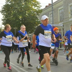 Tallinna Maratoni Sügisjooks 10 km - Kadi Veeroos (1667), Alina Tenitskaja (5213), Aavo Halling (6012)