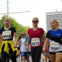 Tallinna Maratoni Sügisjooks 10 km - Liis Elts (9664), Annika Mikk (9668), Eva Süüden (9670)