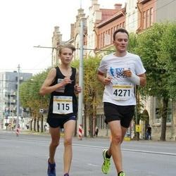 Tallinna Maratoni Sügisjooks 10 km - Raimond Parts (115), Armin Allmäe (4271)