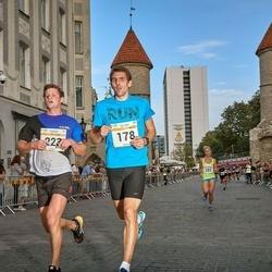 Tallinna Maratoni Sügisjooks 10 km - Aarne Nirk (178), Raigo Rõõmussar (223)