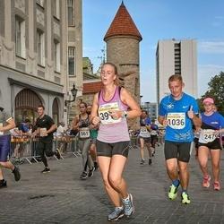 Tallinna Maratoni Sügisjooks 10 km - Jaanus Keert (1036), Aveli Leola (2479), Anastasia Belozertceva (3917)