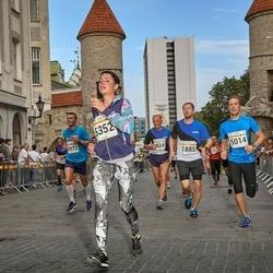 Tallinna Maratoni Sügisjooks 10 km - Rein Kruusat (1885), Veiki Hiienõmm (5014), Anna Sirovarova (5352)