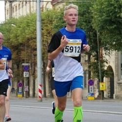 Tallinna Maratoni Sügisjooks 10 km - Varje Männiste (851), Sander Tuulik (1058), Artur Simmo Kaitsa (5912)