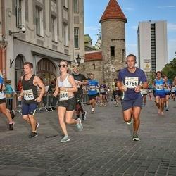 Tallinna Maratoni Sügisjooks 10 km - Aleksandra Ruzanov (1044), Anton Ruzanov (1102), Maksim Tsesnokov (4786)