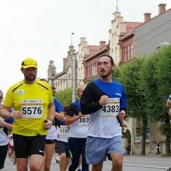Tallinna Maratoni Sügisjooks 10 km - Abadan Alican (4383), Toomas Tammet (5576)