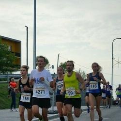 Tallinna Maratoni Sügisjooks 10 km - Heiki Pruul (59), Armin Allmäe (4271)