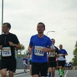 Tallinna Maratoni Sügisjooks 10 km - Rene Taal (725), Arturs Barscevskis (3788)
