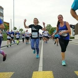 Tallinna Maratoni Sügisjooks 10 km - Merle Aru (4878), Annika Vaher (10117)