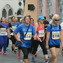 Tallinna Maratoni Sügisjooks 10 km - Arika Kajandi (8738), Marve Lullu (8741)