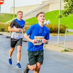 Tallinna Maratoni Sügisjooks 10 km - Jevgeni Turin (284), Andi Nõmmela (3699)
