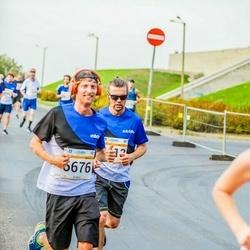 Tallinna Maratoni Sügisjooks 10 km - Veiko Tomingas (3413), Christian Junginger (6676)