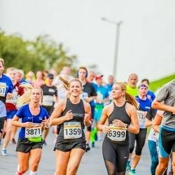 Tallinna Maratoni Sügisjooks 10 km - Luise Runtal (1359), Annely Aston (3871), Merili Valdaru (6399)