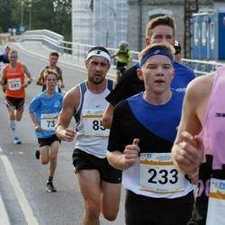 Tallinna Maratoni Sügisjooks 10 km - Aare Kutsar (85), Kustu Künnapas (233)