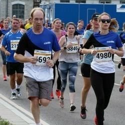 Tallinna Maratoni Sügisjooks 10 km - Aulikki Eskla (2363), Pauliina Lumme (3846), Triin Müür (4980), Ahti Einard (6693)