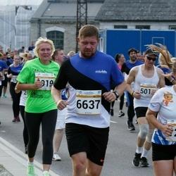 Tallinna Maratoni Sügisjooks 10 km - Anna Markova (1289), Svetlana Ziogeviciute (4019), Aleksei Safjanov (6637)
