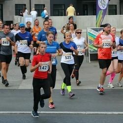 Tallinna Maratoni Sügisjooks 10 km - Svetlana Karabut (525), Aare Luhaäär (1427)