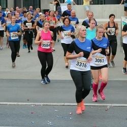 Tallinna Maratoni Sügisjooks 10 km - Marie Helene Hein (3061), Kristiina Varjo (3316), Anastasiya Siarheyeva (3584)