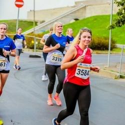 Tallinna Maratoni Sügisjooks 10 km - Kristiina Varjo (3316), Anastasiya Siarheyeva (3584)