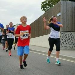 Tallinna Maratoni Sügisjooks 10 km - Artur Panov (4930), Margit Traublum (5442), Sandra Juudas (5443)
