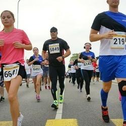 Tallinna Maratoni Sügisjooks 10 km - Eva Anderson (4874), Arno Kender (5849), Elo Paluoja (6142), Jekaterina Vorontsova (6641)
