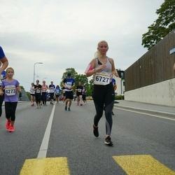 Tallinna Maratoni Sügisjooks 10 km - Kristi Kuld (5874), Anna-Maria Tagu (6727)