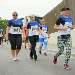 Tallinna Maratoni Sügisjooks 10 km - Marin Õunapuu (2963), Annika Kiho (2964)