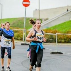 Tallinna Maratoni Sügisjooks 10 km - Anni Engelbrecht (2953), Anastasia Balõševa (5667)