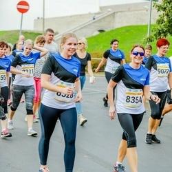 Tallinna Maratoni Sügisjooks 10 km - Annika Lents (8328), Elika Soekov (8354)