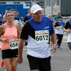 Tallinna Maratoni Sügisjooks 10 km - Aavo Halling (6012), Gaily Hõbemägi (6544)