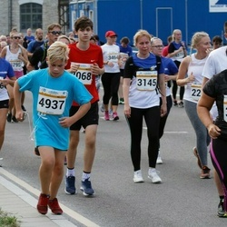 Tallinna Maratoni Sügisjooks 10 km - Aleksandra Sizova (3145), Artjom Skatskov (4937)