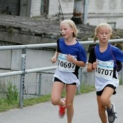 Tallinna Maratoni Sügisjooks 10 km - Marie Kauler (10697), Alessandra-Victoria Jasska (10707)