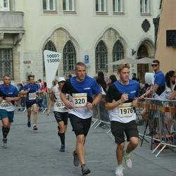Tallinna Maratoni Sügisjooks 10 km - Aare Saliste (320), Sander Kesksaar (1976)