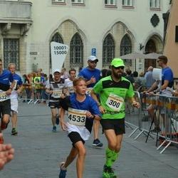 Tallinna Maratoni Sügisjooks 10 km - Andrus Rüütelmaa (300), Andero Toomik (4533)