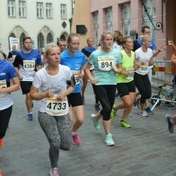 Tallinna Maratoni Sügisjooks 10 km - Anna-Maria Antsmäe (894), Leana Kolsar (4733)