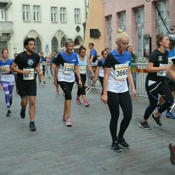 Tallinna Maratoni Sügisjooks 10 km - Pille Kippel (2449), Krista Tenjes (3665), Adrian Suarez (5273)