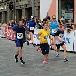 Tallinna Maratoni Sügisjooks 10 km - Ingomar Künnapuu (297), Jaan Aiaots (365), Redi Kotkas (457), Marko Kaska (514), Andero Toomik (4533), Rene Post (5632)