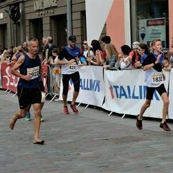 Tallinna Maratoni Sügisjooks 10 km - Joel Kukemelk (420), Artur Soo (1832), Alar Peek (1922)
